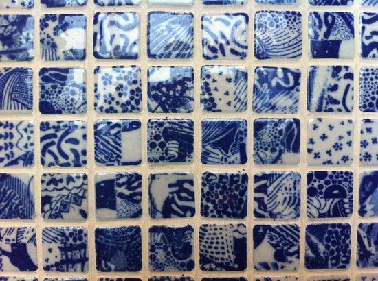 Hotel Indigo Shanghai on the Bund: Bathroom mosaics