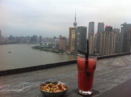 Hotel Indigo Shanghai on the Bund: Rooftop bar