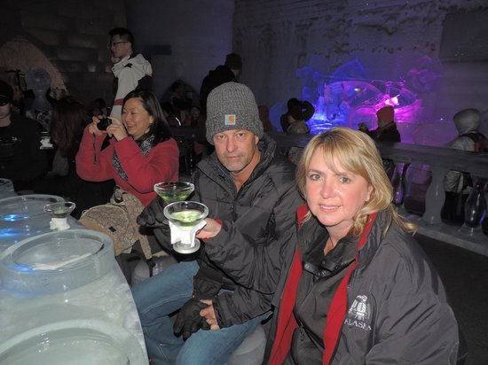Salmon Berry Travel & Tours: Our tour group in the Chena Hot Springs Ice Museum
