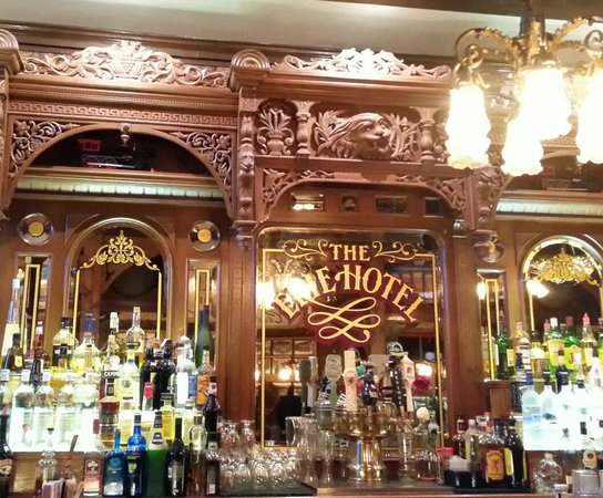 Erie Hotel: Beautiful hand carved antique wood bar.