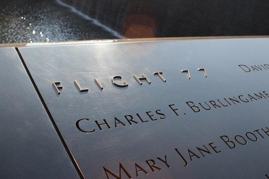 National September 11 Memorial und Museum: o voo e a homenagem