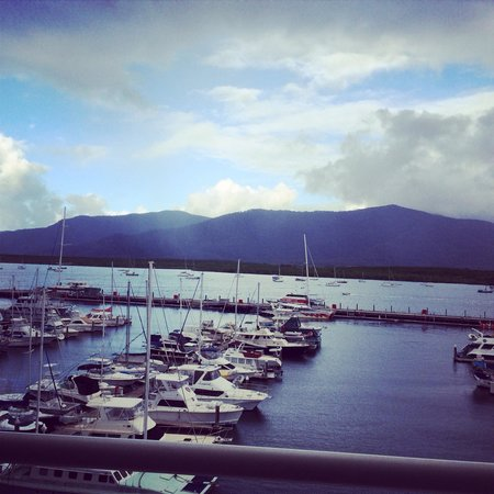 Shangri-La Hotel, The Marina, Cairns: The view from the terrace