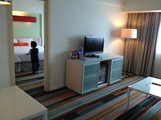 HARRIS Hotel & Conventions Kelapa Gading Jakarta: Harris Suite: Family Room & Bed Room