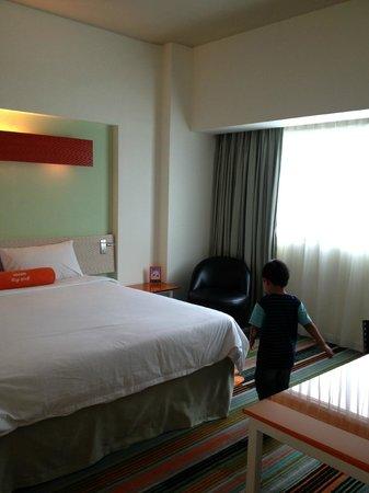 HARRIS Hotel & Conventions Kelapa Gading Jakarta : Harris Suite: Bed Room