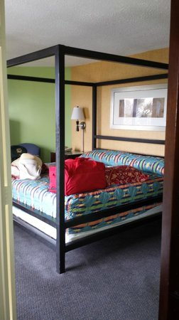The Breakers Resort : HUGE Master King Bed