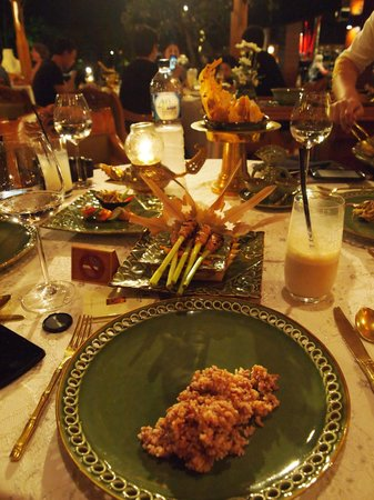 Nusa Dua Beach Hotel & Spa: Raja's Balinese Cuisine