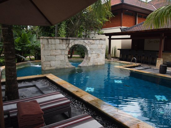 Nusa Dua Beach Hotel & Spa: Pool in the spa