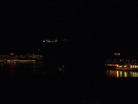 Yukai Resort Koshinoyu: 部屋からの眺望、夜景