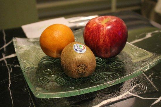 Park City Hotel-Luzhou Taipei : Complimentary Fruit Platter