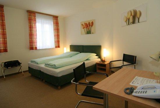 Doppelzimmer Mit Ehebett Picture Of Fruhstuckspension Kasper