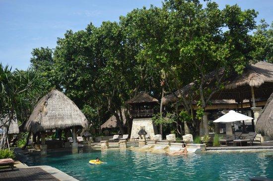 Novotel Bali Benoa : Pool by the seaside