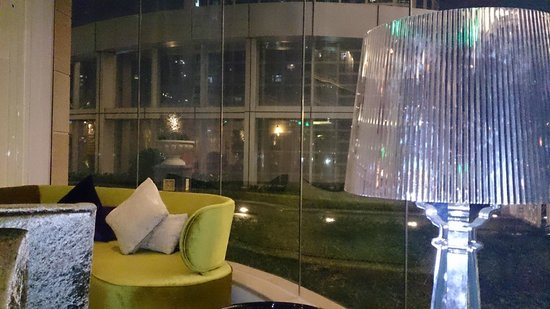 Sofitel Guangzhou Sunrich : And another view of the bar to terrace