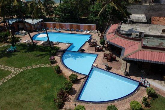 Paradise Beach Hotel : Вид из номера. Бассейн