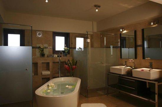 Casa de las Flores Hotel: Zona de baño de MasterSuite