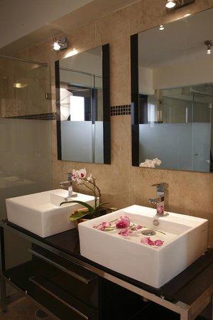 Casa de las Flores Hotel: Baño MasterSuite