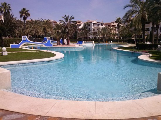 Vista frontal bild fr n piscina aldea del mar for Piscina torrevieja