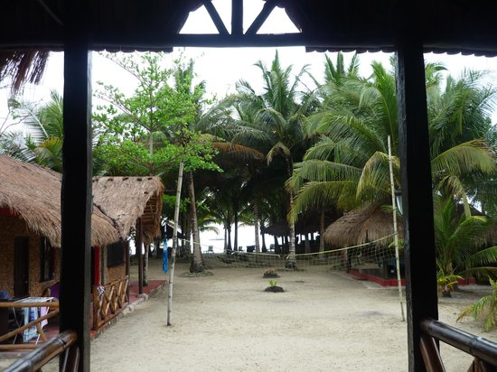 Cooper's Beach Resort: The view to the beach from the restaurant