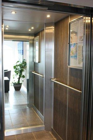Hotel Azur : ascenseur