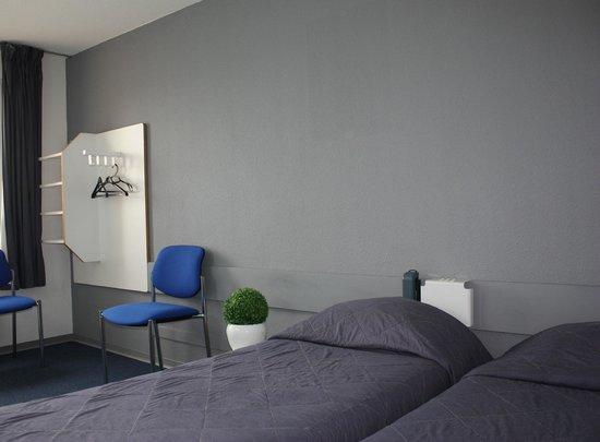Hotel Azur : chambre économique twin