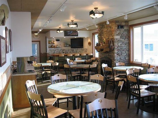 Longliner Lodge and Suites: Fly In Fish Inn Restaurant