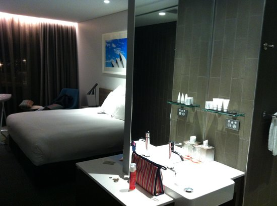 Rydges Sydney Airport Hotel : Inside the room- all you need