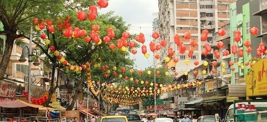 Jalan Alor: During the day