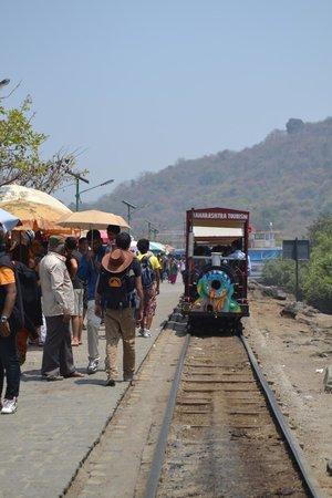 Elephanta Caves : mini train