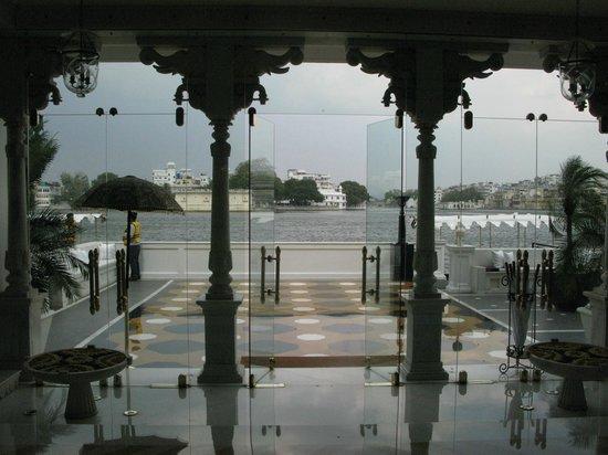 Taj Lake Palace Udaipur: landing stage from hotel