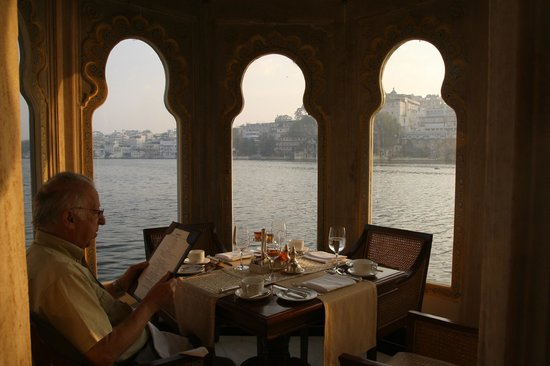 Taj Lake Palace Udaipur: view at dinner
