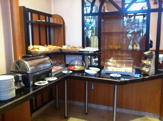 Novum Hotel Congress Wien am Hauptbahnhof: Il buffet a colazione