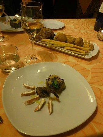 Holiday House Il Borgo dei Corsi: アーティチョークのアロースト、チーズとモルタデッラをあしらって