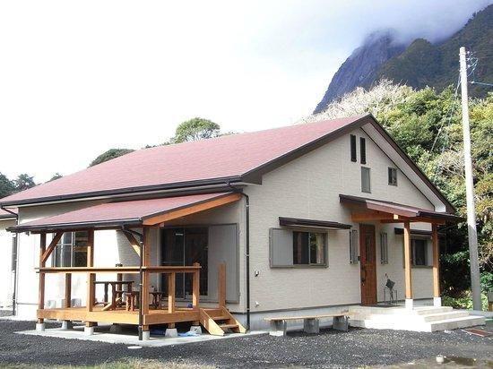 Guesthouse Yakushima : Veranda and Entrance