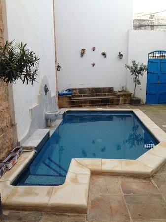 Chapel 5 Palazzo Suites B&B: La piccola piscina nel cortile interno