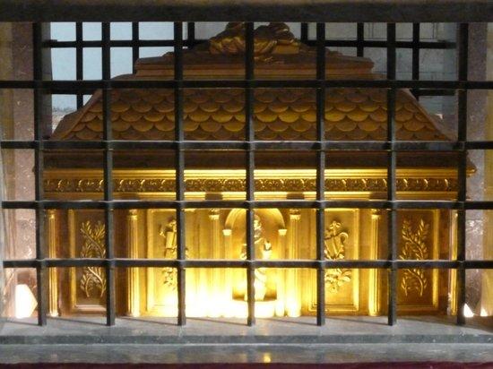 Église des Jacobins : Могила Фомы Аквинского