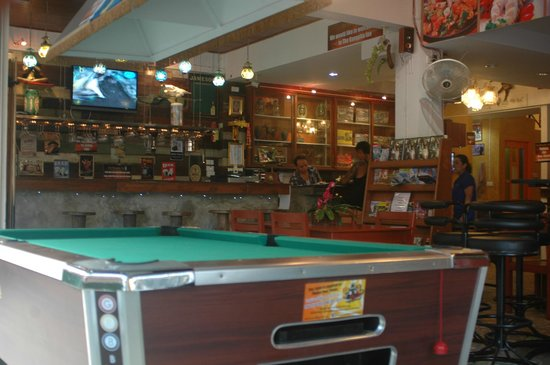 The Bangphu Inn : Bar and Pool Table