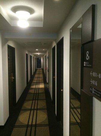 APA Hotel Namba Shinsaibashi: Couloir accès chambres 8ème étage