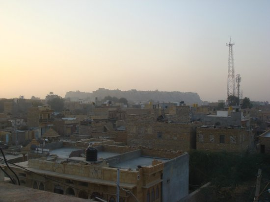 Hotel Pol Haveli : The Fort from the rooftop bar