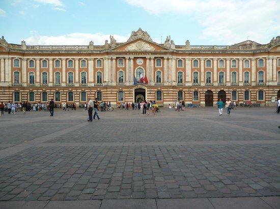 Place du Capitole : Снаружи
