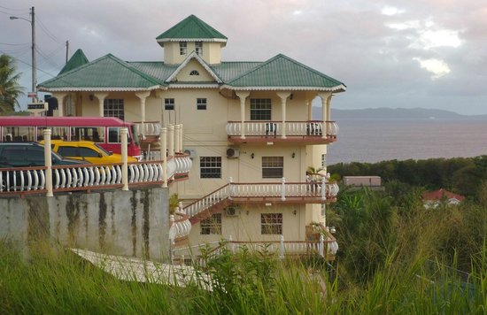 Rich View Guesthouse: Newly built annexe with carpark on top