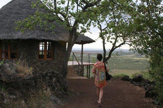The Sleeping Warrior Lodge: Walking to room