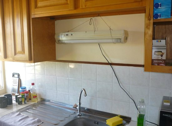 Rich View Guesthouse: Self-improvised lamp in kitchenette