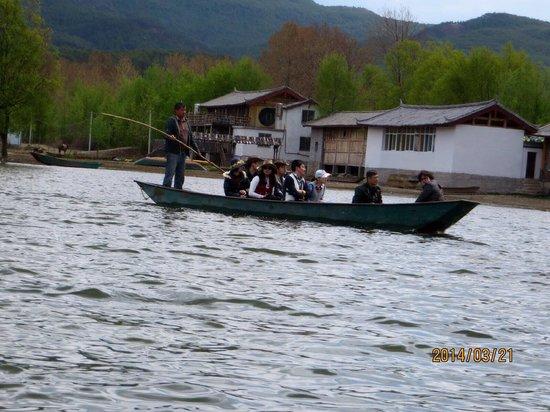 Lashi Lake : 船