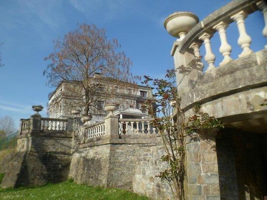 Hotel Castel Les Sorbiers : Extérieur.