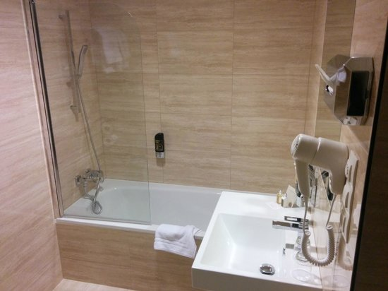 Grandior Hotel Prague: Bath