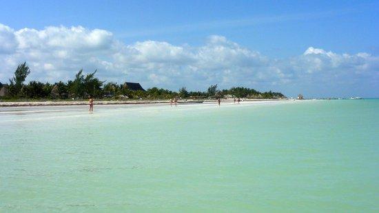 Villas HM Paraiso del Mar: Stranden bort mot byn