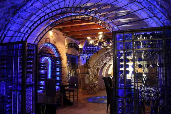 Enoteca : Choose Greek wines from large and small producers
