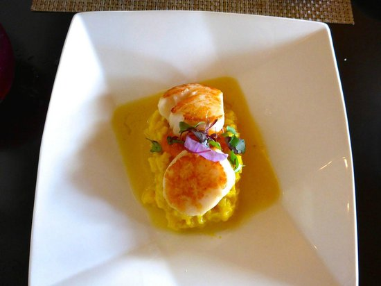 Josselin's Tapas Bar & Grill: Scallops on risotto