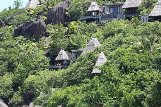 Anse Louis, Seychelles: Villas viewed from the beach
