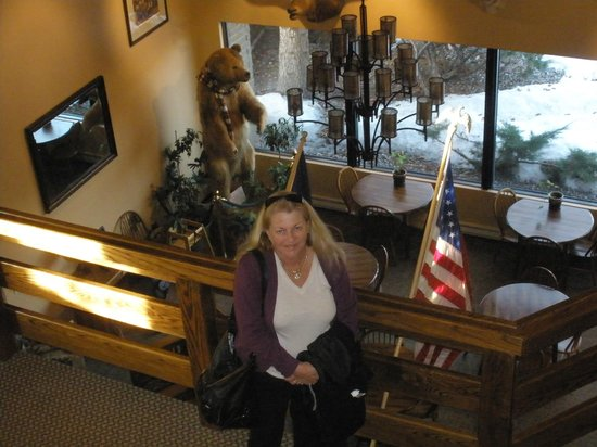 Western Heritage Inn: Wallace & Bev & Breakfast Area , not too hard to Bear !