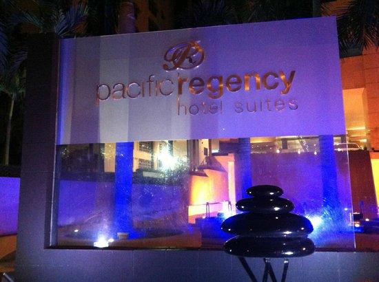 Pacific Regency Hotel Suites : Hotel entrance